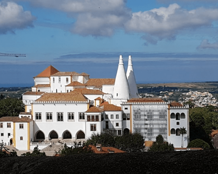 Palácio Nacional - This mesmerizing Palace was the first made in Portugal and its iconic chimneys are a reference for Sintra's Council!